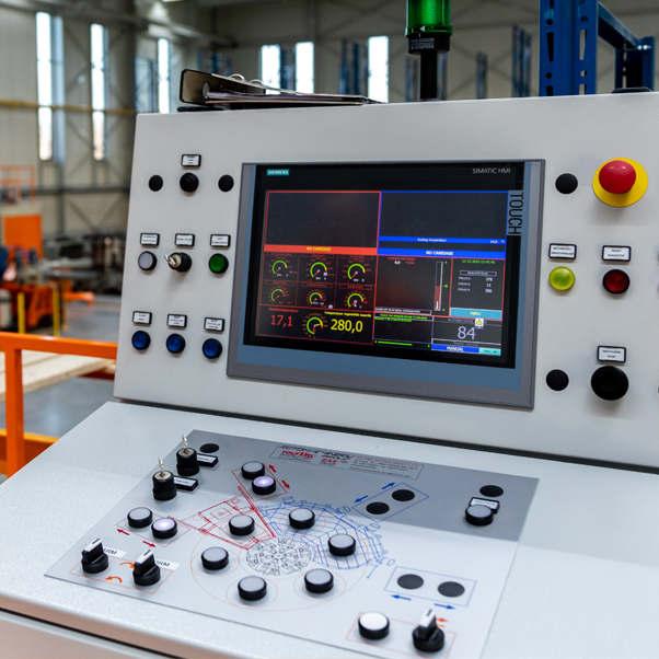 rotomachinery-stampaggio-rotazionale-pannello-operatore